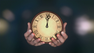 Hands-holding-fast-turning-clock-saturated-grading-version_hcupetjye_thumbnail-full01